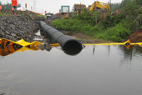 cofferdam e canalizzazione del fiume
