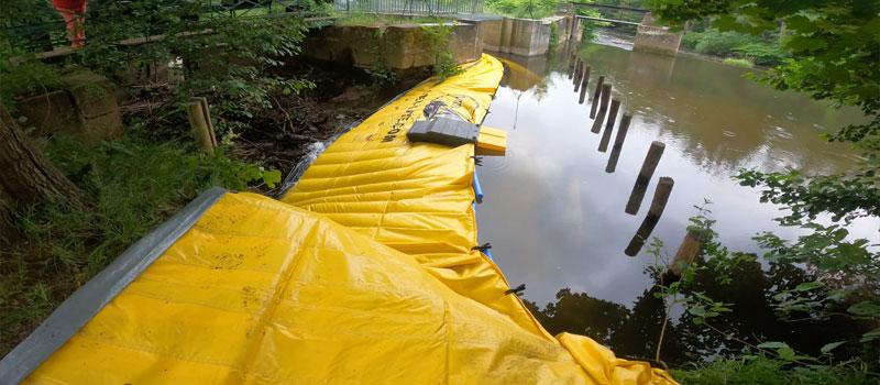 Deviazione di un braccio fluviale mediante cofferdam flessibile Water-Gate ©   Riparazione del sistema di vagliatura Bruche a Mutzig