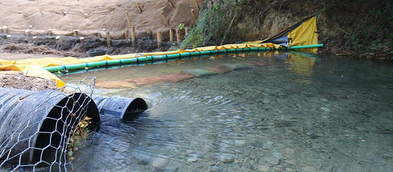 Drenaggio del fiume CARAMY tramite diga flessibile Water-Gate ©. The Foresters Company