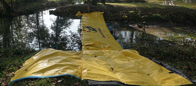 """Deviazione di un fiume tramite cofferdam flessibile Water-Gate ©."""" La Retourne """"a Bergnicourt."""