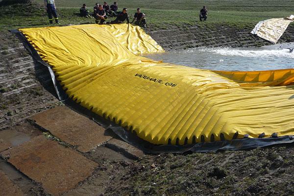 Prova di una cofferdam flessibile Water-Gate © WA-50 da parte della sicurezza civile ceca