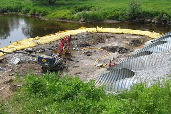 """"""" Lavori fluviali. Cofferdams flessibili Water-Gate ©. Ugello, deviazione di un flusso."""""""