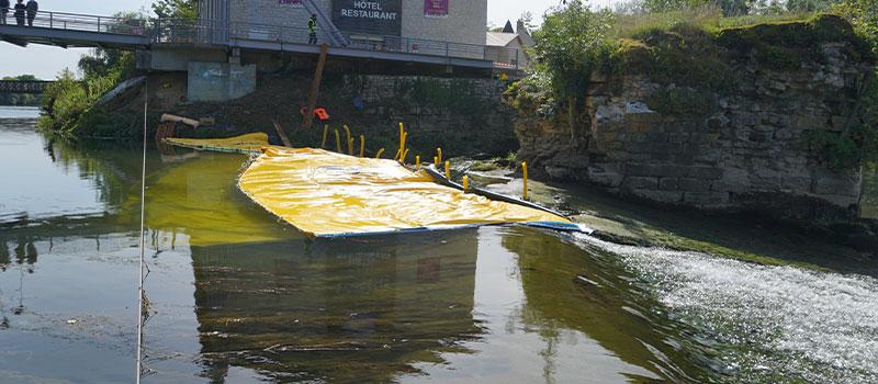 Cofferdam flessibili Water-Gate© installati come prolungamento della soglia di Dole sul Doubs. Vista dalla soglia.