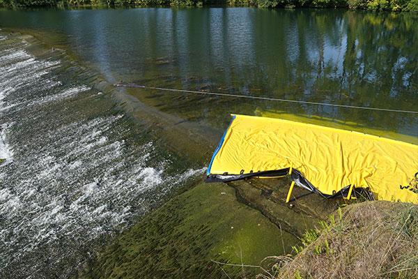Cofferdam Water-Gate© WA-6050, la cui estremità muore su una soglia pianeggiante a bassa pendenza.
